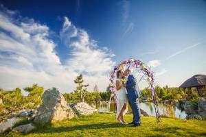 UK English Speaking Celebrant for destination weddings